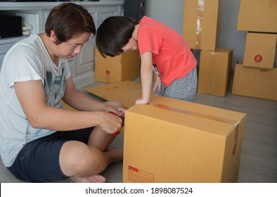 father and children help package the box.