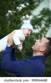 Father and his baby boy  in autumn park