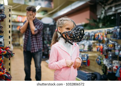 Father and little daughter having fun in petshop