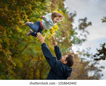 father toss up daughter, father plays with daughter, a man throw up child and catching her, active family plays together,