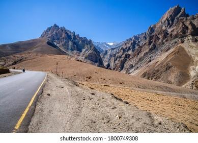 Fatu La Hiway cyclist Pass Ladakh India