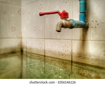 The faucet when used for a long time will be damaged. Can not turn off the water. The faucet will leak.