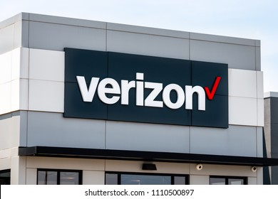 FAYETTEVILLE, AR/USA - JUNE 8, 2018:  Verizon Wireless retail store and trademark logo. Verizon Wireless is a wholly owned subsidiary of Verizon Communications, Inc.