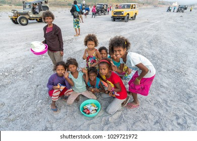 Feb 18, 2018 Aboriginal children waiting for tourists at viewpoint, Capas, Philippines