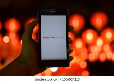 February 05, 2019 : Shutter stock application Major mobile phone The most popular ones Taken in Phuket, Thailand