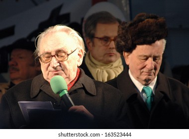 FEBRUARY 20, 2006 - BERLIN: Egon Bahr, Rolf Hochhuth at a protest demonstration against the closure of a theater in Berlin.