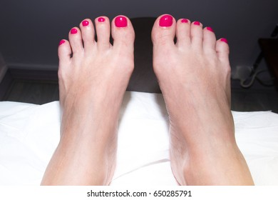 feet with the nails that dry a woman at the esthetician