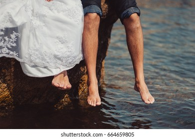 Feet newlyweds at the beach
