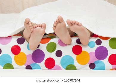 a feets of litlle children which is sleeping