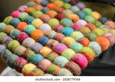 A felted pad made of sheep's wool in the form of small round balls.