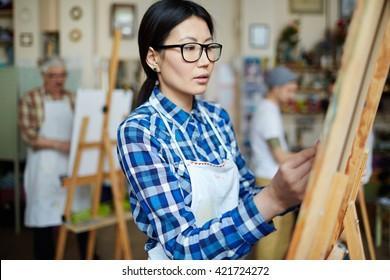 Female artist in class
