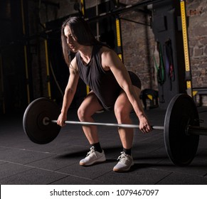 Female athlete initiating a snatch movement