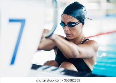 Female backstroke swimmer starting the race