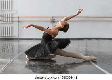 Female ballet dancer posin on rehearsal