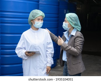 A female beverage factory worker announcing the number of raw materials for beverage production to the factory manager