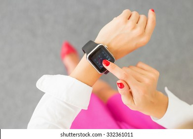 Female dialing number on smartwatch