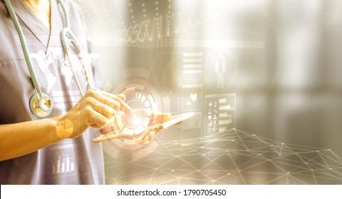Fingerberührung einer Tablette mit Daten des Patienten im HUD-Stil, Konzept der digitalen medizinischen Information und der futuristischen Medizin