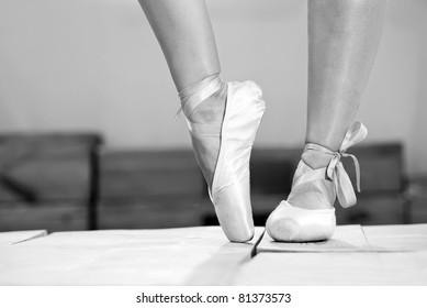 Female feet in pointes