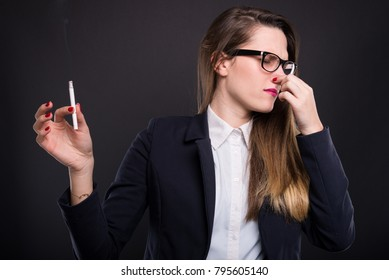 Female manager hates the unpleasent smell of cigarette and don't want to smoke