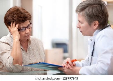 Female patient tells the doctor about her health complaints