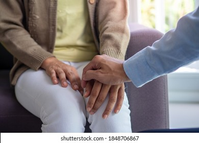 Female patients with mental illnesses and physical illnesses are discussing with a doctor or psychiatrist. Therapy for mental symptoms and depression. Encouragement and care