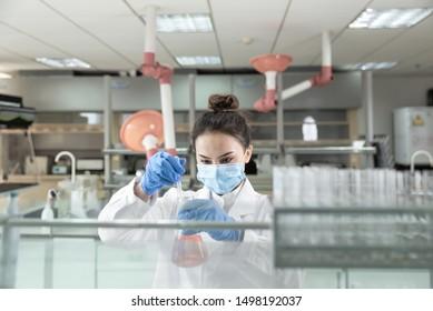 Female scientist in the laboratory.