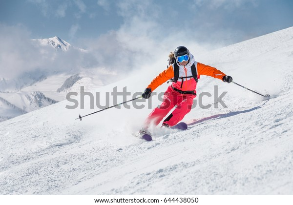 Skiläufer auf Berghang