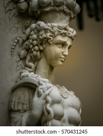 female statue florence