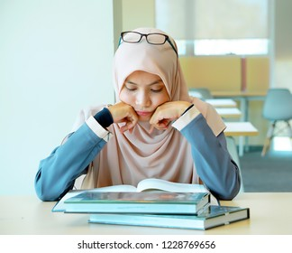 Female student focus on reading