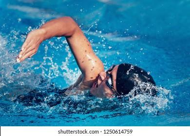 Female swimmer in te pool