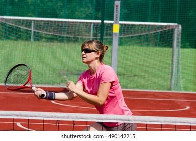 Female tennis player preparing to hit