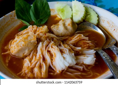 Fermented Rice Flour Noodles in White Plate