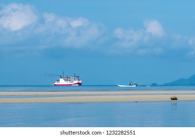 Ferry boat.and fishing boating the sea  with beautiful blue sky in sunny day at Samui Thailand
