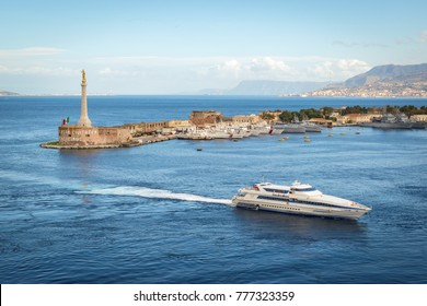 Ferry boat that enters the port of Messina, along the gold Madonna della Lettera statue.