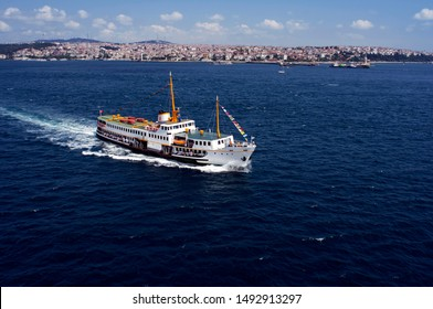 İstanbul ferry at Bosphorus from the air