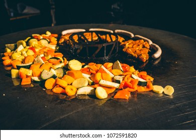 Feuerplatte grillen Burger, Gemüse, Steaks