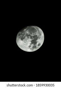 Few days ago, the moon was clearly that i could take some photos with my phone and editing in lightroom to get this beatiful picture.