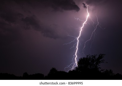 A few elevated thunderstorms put down a few nice bolts of lightning on August 29, 2011.