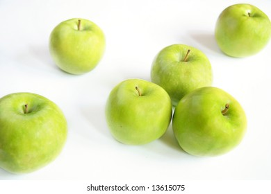 Few granny smith green apples