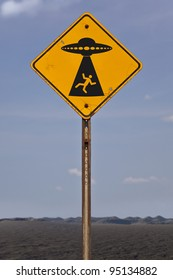 A fictional road sign warning of possible alien abduction.