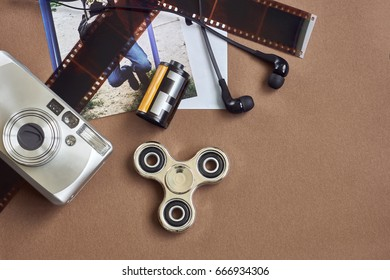 fidget spinner flat layout with graphics tablet and lens