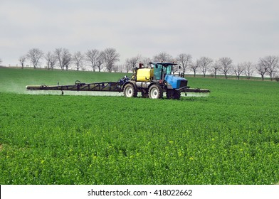 Field fertilization work fertilizer