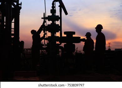 In the eveningï¼?oil field, the oil workers are working