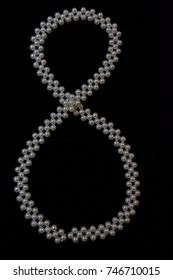 figure eight paved with beads