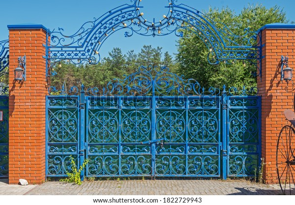 figured-forged-gates-abandoned-geriatric