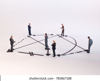figures depicting relations between people - social behavior - group dynamics - network