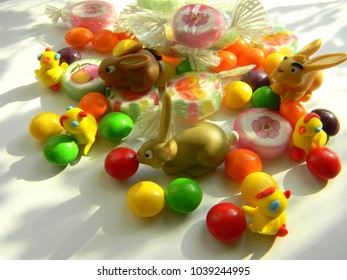 Figures of Easter bunnies with sweets.