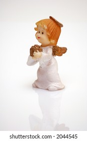 Figurine of an angel with a gift