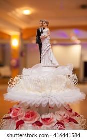 figurines of the bride and groom on wedding cake