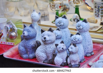 Figurines in the form of cats